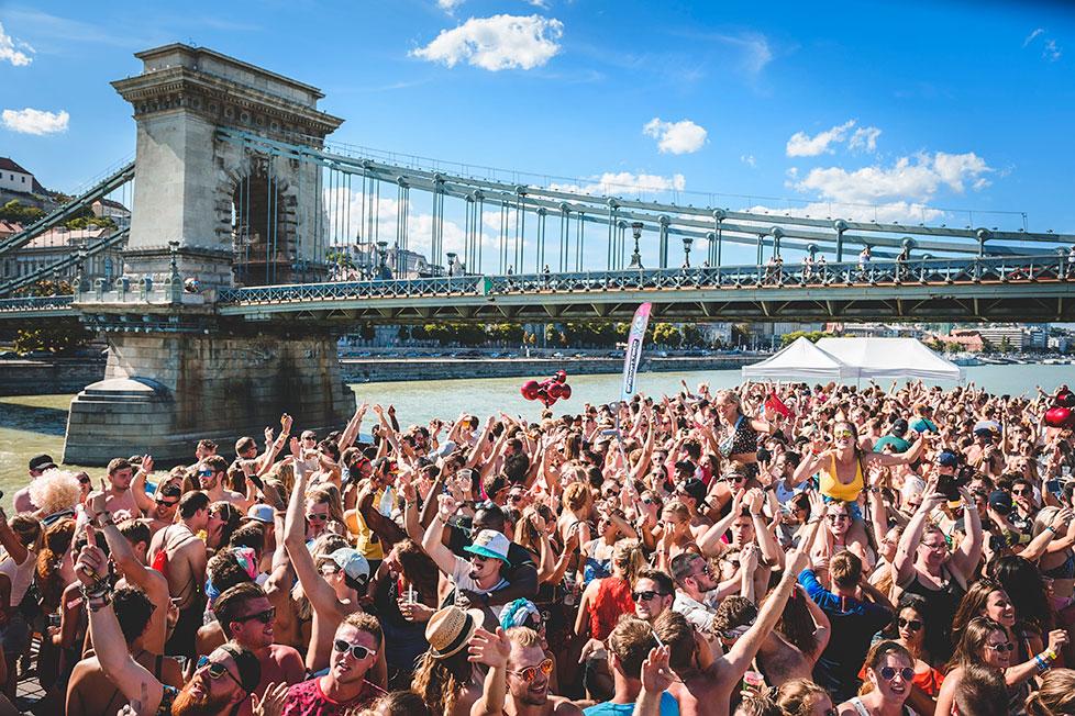 https://cdn2.szigetfestival.com/c1brqvt/f851/de/media/2020/02/boatparty3.jpg