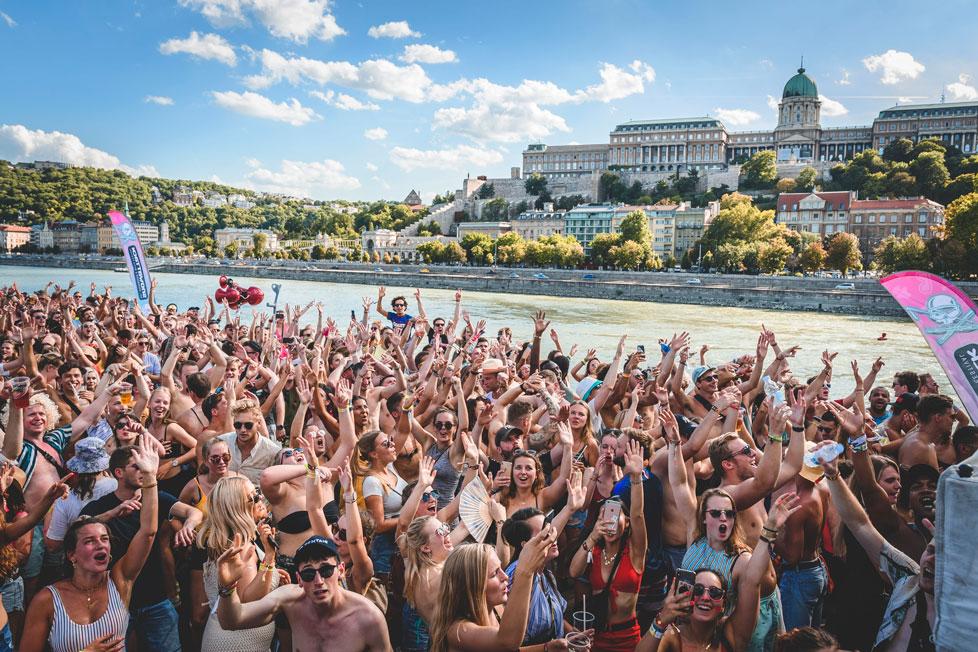https://cdn2.szigetfestival.com/c1brqvt/f851/hu/media/2020/02/boatparty4.jpg
