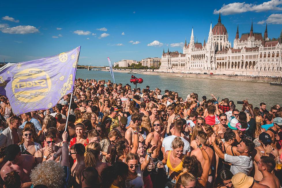 https://cdn2.szigetfestival.com/c1brqvt/f851/ru/media/2020/02/boatparty1.jpg