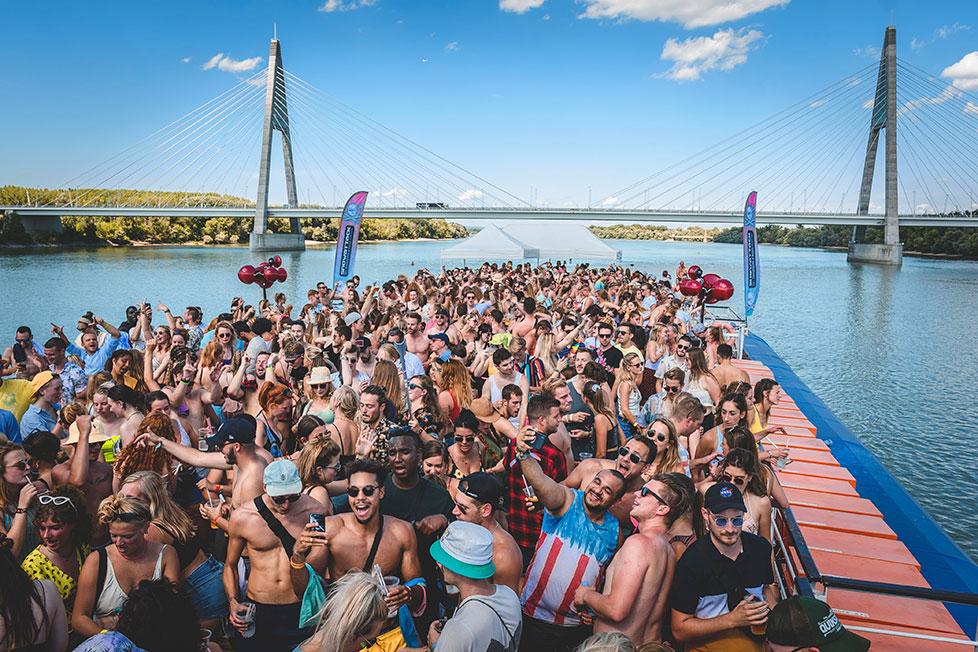 https://cdn2.szigetfestival.com/c1brqvt/f851/ru/media/2020/02/boatparty2.jpg