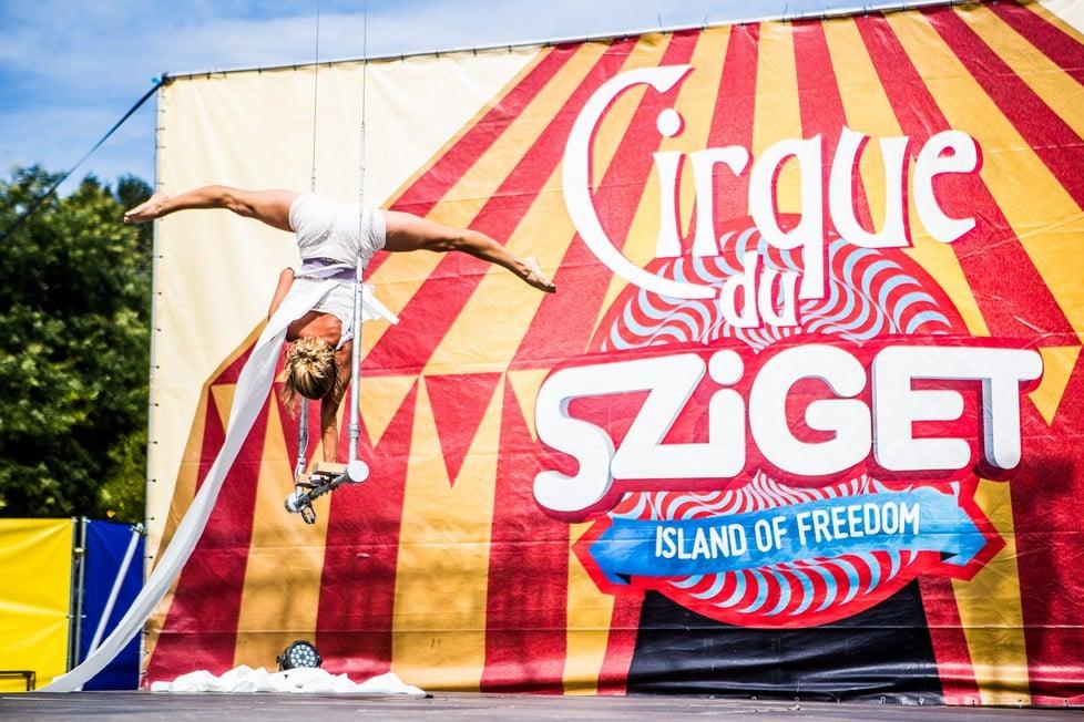 https://cdn2.szigetfestival.com/ca9s5s/f851/en/media/2019/08/csutortok52.jpg
