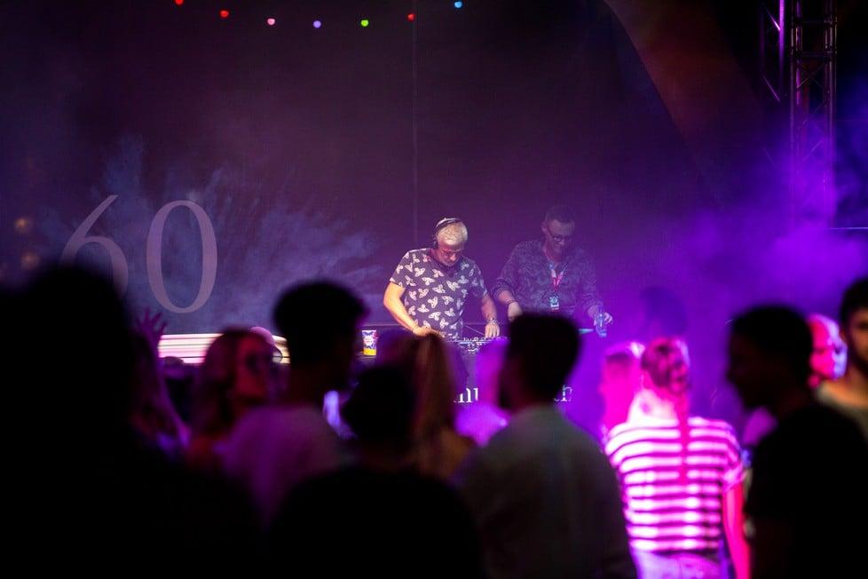 https://cdn2.szigetfestival.com/ca9s5s/f851/es/media/2019/08/hetfo58.jpg