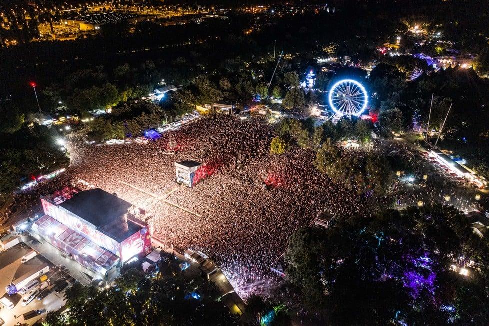 https://cdn2.szigetfestival.com/ca9s5s/f851/hu/media/2019/08/kedd12.jpg