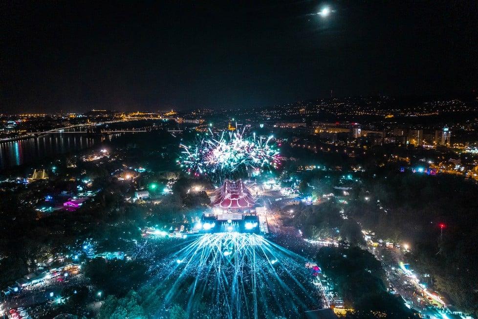https://cdn2.szigetfestival.com/cghmb9/f851/cz/media/2019/08/bestof9.jpg